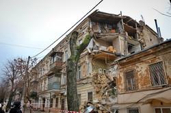 В Одессе рухнул дом, треснувший накануне (ФОТО, ВИДЕО)