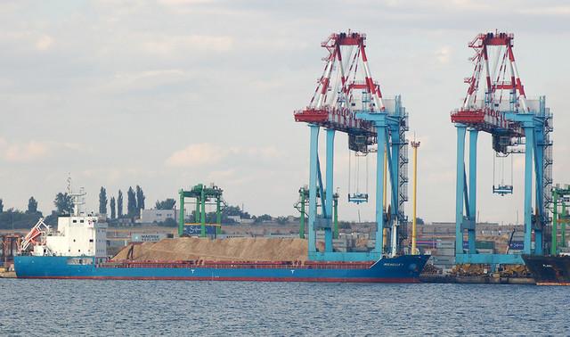 В порту Южный отстранили заместителя директора