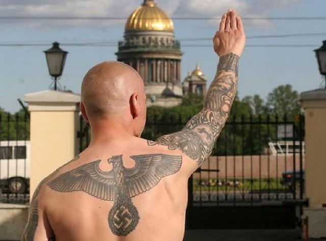 Зачем Россия своих неонацистов выдаёт за украинцев или про проект МКУ