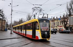 """В Одессе выпустили третий трамвай """"Одиссей-Макс"""" в пятисекционном варианте (ФОТО)"""