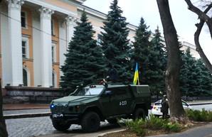 На улицах Одессы появилась бронетехника
