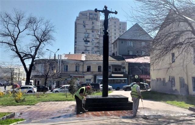 В Одессе начали отмывать памятники