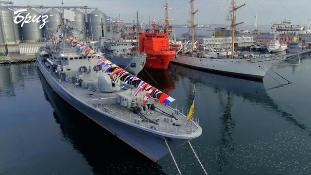В Одессе на военных кораблях подняли флаги в память юбилея создания военного флота Украины