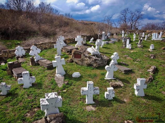 Сотниковское кладбище в Одессе признали памятником истории (ВИДЕО)