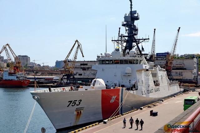 """В Одессу прибыл американский патрульный фрегат """"Гамильтон"""" (ВИДЕО)"""