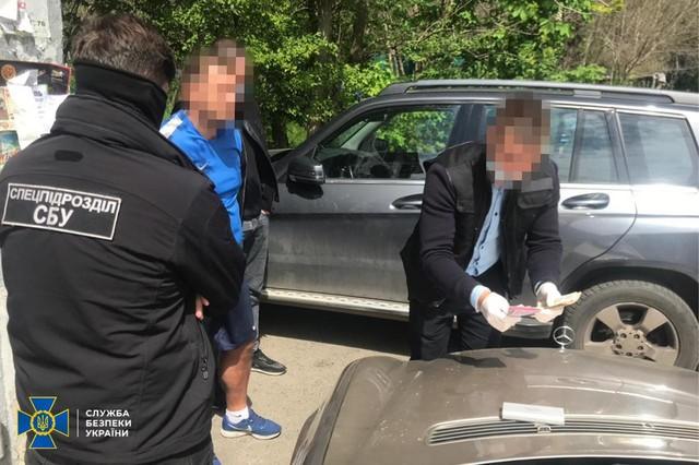 В Одессе поймали на взятке директора спортивной школы