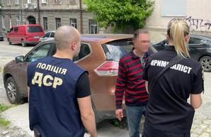 В Одессе задержали чиновника при получении взятки