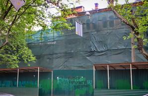 В Одессе начали сносить бывшие памятники архитектуры на Ришельевской (ФОТО)