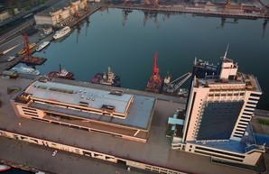 На одесский морской вокзал претендует частный порт ТИС