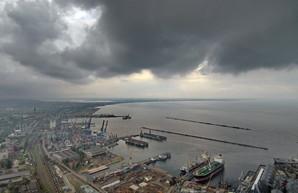 Дождь мешает работе порта Одессы