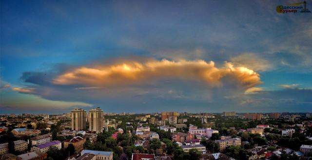 На завтра в Одессе снова обещают непогоду с грозой и шквалами