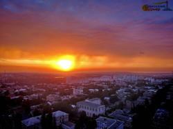 В Одессе перед грозой наблюдали огненный заход солнца (ФОТО, ВИДЕО)