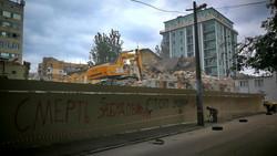 В Одессе эпически сносят старый дом в Старобазарном сквере (ВИДЕО)