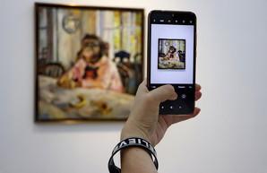 В Одессе показали пародии на шедевры мировой живописи с мордами обезьян (ФОТО)