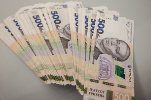 Минимальную зарплату хотят увеличить до 7700 гривен