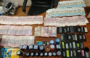 """В Одессе ликвидировали конвертационный центр, в котором почти 10 лет """"отмывали"""" деньги"""