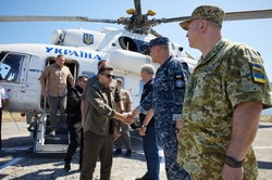 Президент во время поездки в Одесскую область сменил почти все командование армии