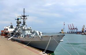 Итальянский ракетный эсминец вошел в Черное море