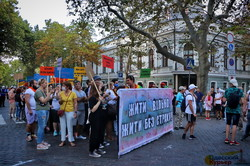 По Одессе прошел марш ЛГБТ: радикалы не смогли его остановить (ФОТО, ВИДЕО)