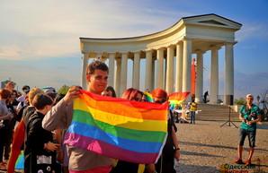 По Одессе прошел марш ЛГБТ: радикалы не смоги его остановить (ФОТО, ВИДЕО)