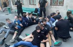 В Одессе отправили под домашний арест радикальных активистов, которые напали на полицию