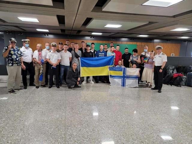 Украинские военные моряки прилетели из Одессы в США - осваивать пятый патрульный катер