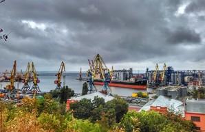 """В Одессе будут ремонтировать """"Красные пакгаузы"""" порта"""