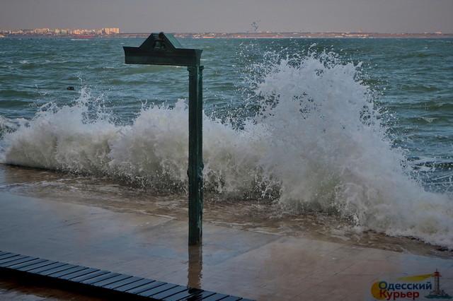 В Одессе можно увидеть первый осенний шторм на море (ФОТО, ВИДЕО)