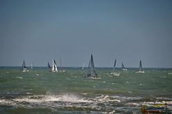 Как в Одессе в шторм соревнуются яхтсмены (ФОТО, ВИДЕО)