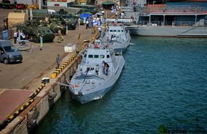 Военный флот проводит учения и временно закрывает судоходство в Черном море от Одессы до Тендры