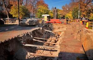 В Одессе раскопали Александровский проспект: ремонтируют теплотрассу (ФОТО)